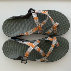 Chacos Zong X grey, orange and white size 8